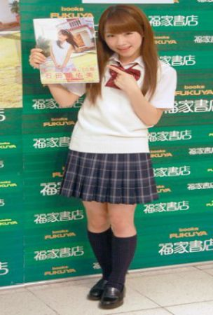 Morning Musume's Ishida Ayumi holds a release event for her 1st photobook
