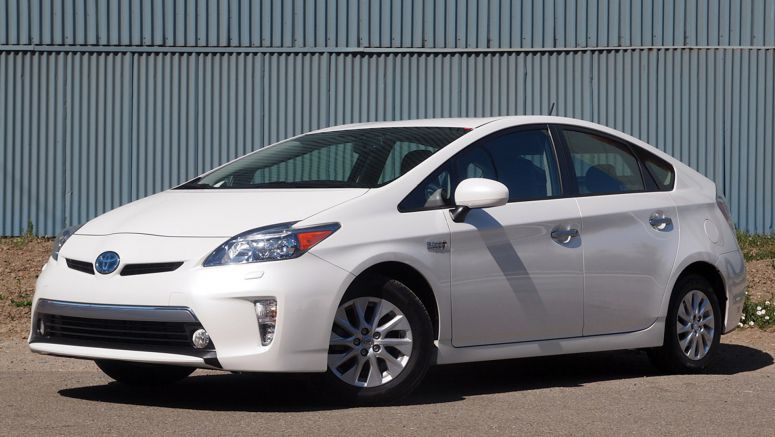 Toyota sells six of 10 of hybrids in California