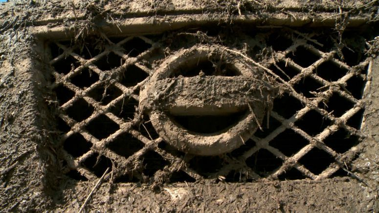 VIDEO : Gumbo Mud in Southeast Texas No COntest for Nissan PRO4X Series