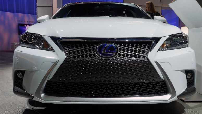 2013 Los Angeles Auto Show : 2014 Lexus CT shows new face on each side of the Pacific