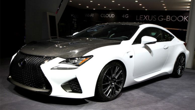 PHOTO : White Lexus RC F with Carbon Fiber Package