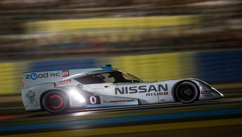 Nissan ZEOD RC hits 300 km/h on Mulsanne straight at Le Mans