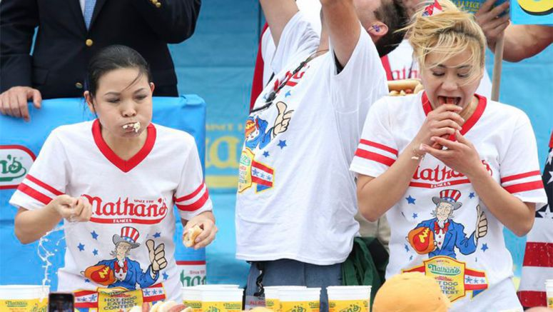 Japanese woman devours Black Widow in Coney Island hot dog eating contest