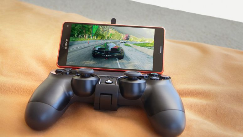 IFA 2014 : Sony PS4 Remote Play and Game Control Mount