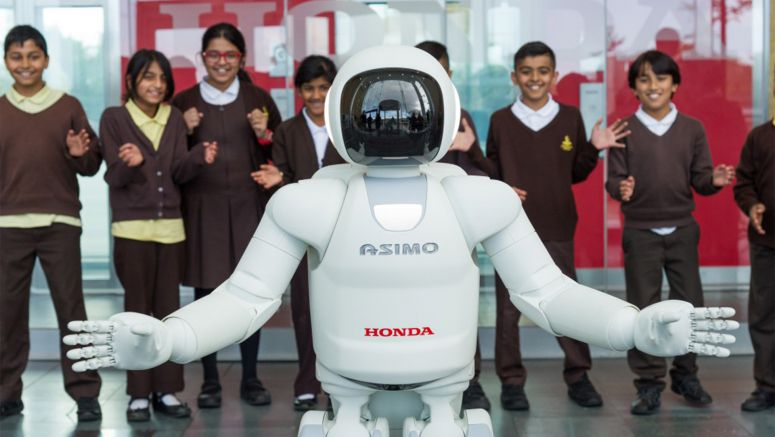 All-New ASIMO Visits the Honda Family