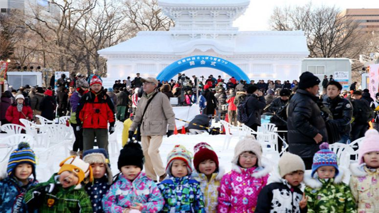 PHOTO: Iconic shrine given snow treatment as Sapporo festival gets under way