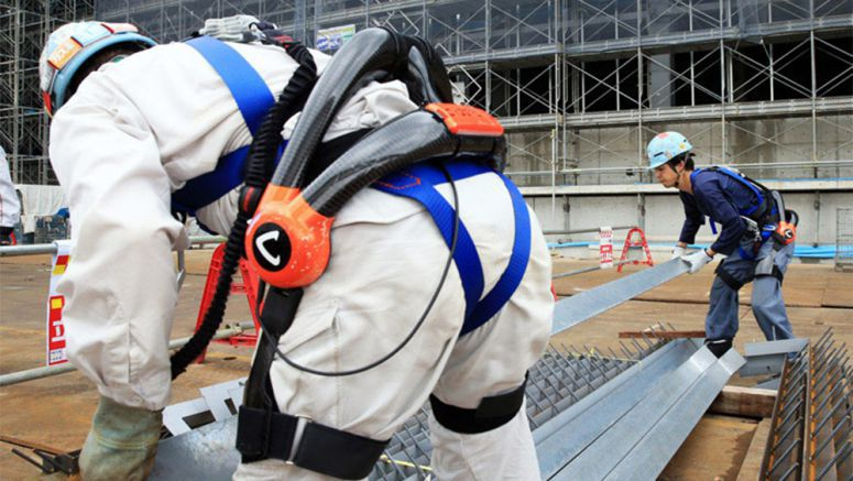 Robotic suits give construction workers a power surge
