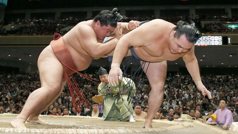 Sumo: Yoshikaze downs Kakuryu to continue giant-killing