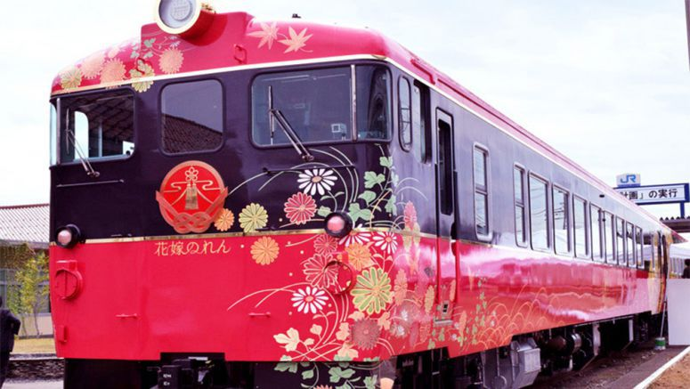 Ishikawa luxury train dazzles with gold leaf, traditional Japanese beauty