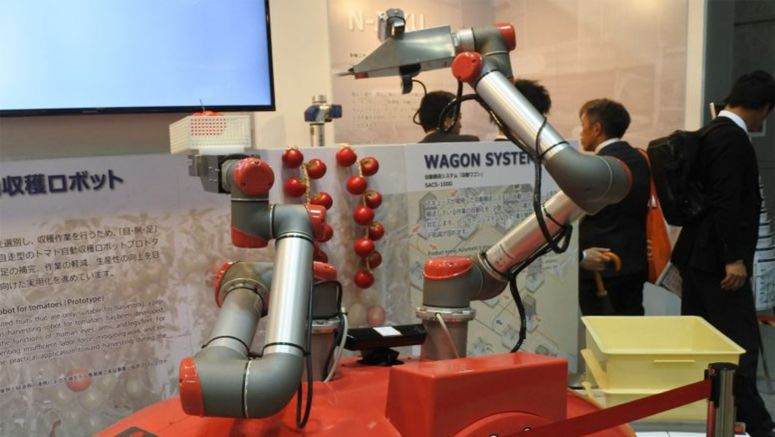 Tomato-harvesting Robots Exhibited at Trade Show