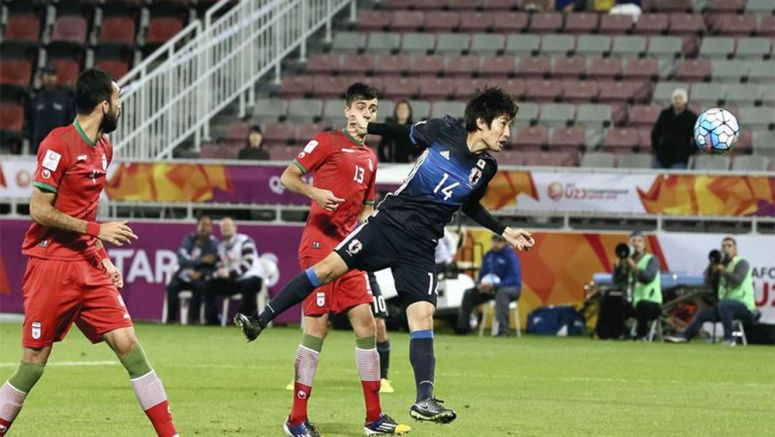 Soccer : Japan moves on after 3 late strikes