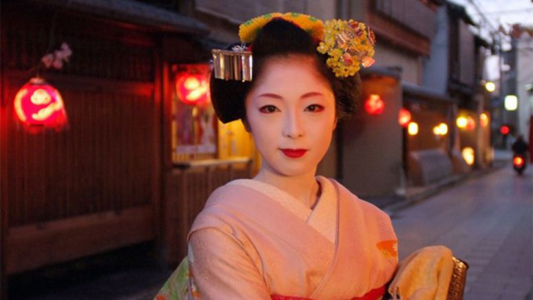 Revival of geisha games in Japan offers graceful fun