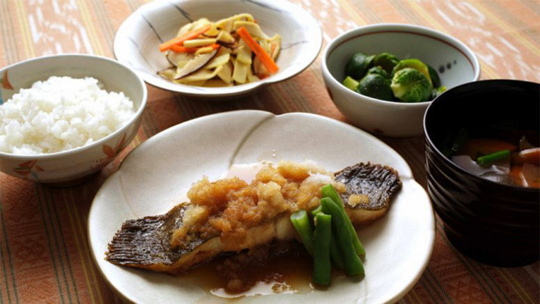 Flounder simmered with grated daikon makes for healthy repast