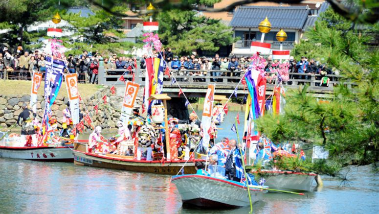 Rare Shinto ritual on the waterways thrills crowd in Matsue