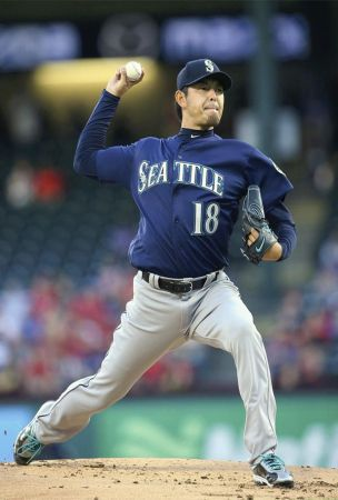Iwakuma not sharp but M's top Rangers
