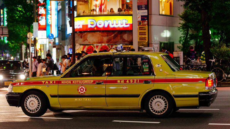 Taxi companies in Tokyo eye lowering minimum fares to attract tourists
