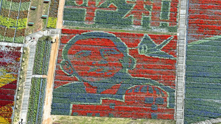 200,000 flowers create giant image of Obama in Hiroshima