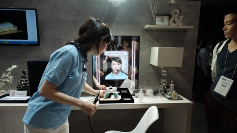 CEATEC 2016: Panasonic Has A Smart Mirror That Can Point Out Your Flaws