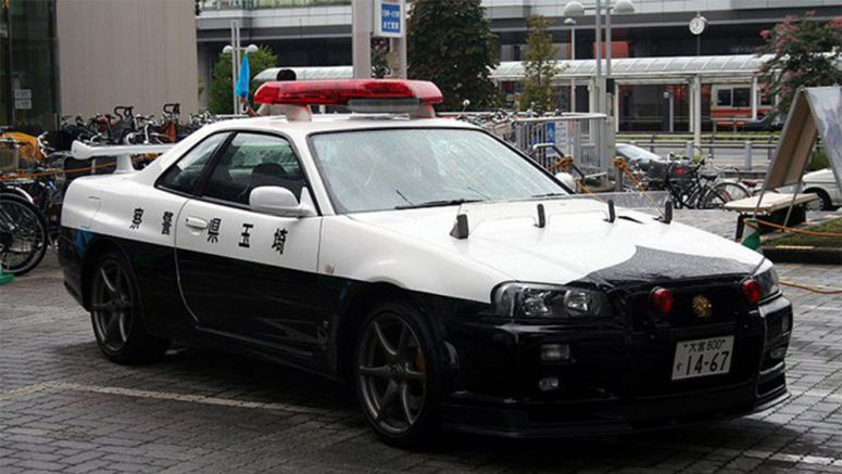 Japan's Awesome Nissan Skyline Police Car Spotted in the Wild
