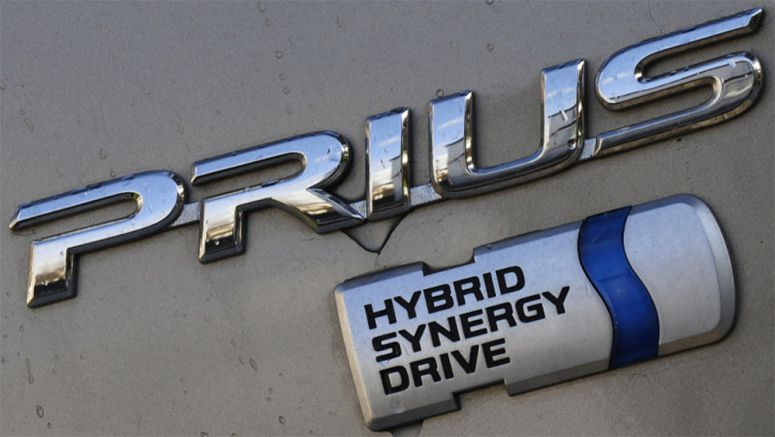 Toyota opening up hybrid tech, could sell powertrains to rivals