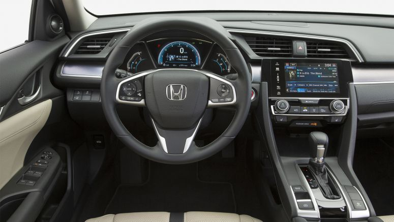"2017 Honda Civic Wins Kelley Blue Book ""Best Auto Tech"" Award"