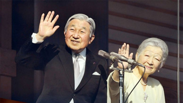 Emperor Akihito offers New Year's greetings to well-wishers