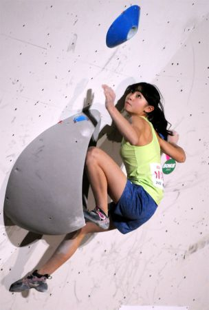 Teenage girl becomes youngest winner of Bouldering Japan Cup