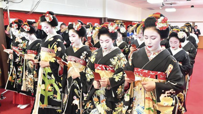 Kyoto's leisure districts start New Year