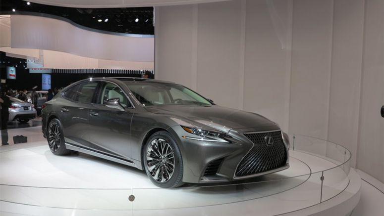 New Lexus LS Avoids Collision by Automatic Steering