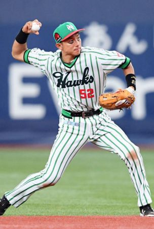UDPATE1: Baseball: Kawasaki makes winning return on throwback night