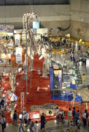 14-meter-tall giant star of dinosaur show