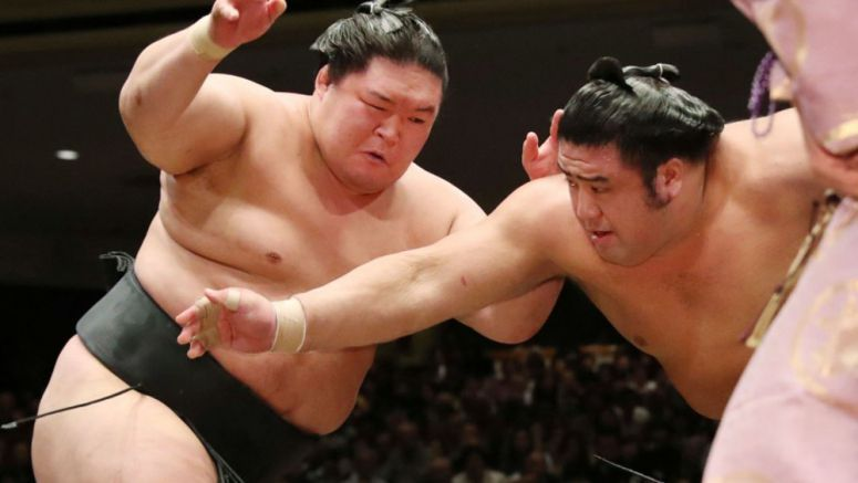Sumo: Ozeki Goeido remains alone at the top in Tokyo