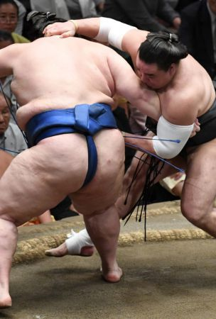 Sumo: Goeido moves 2 wins clear of field at Autumn sumo