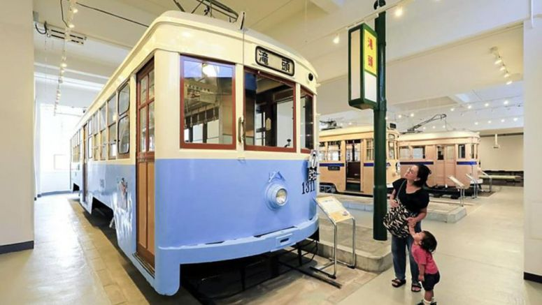 Let's go to the museum / Yokohama's municipal trams recall bygone era