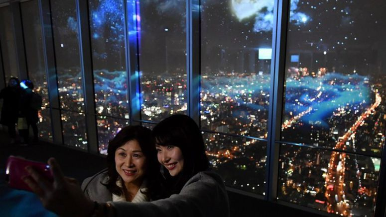 Abeno Harukas projection mapping show gives touch of the ethereal to Osaka cityscape