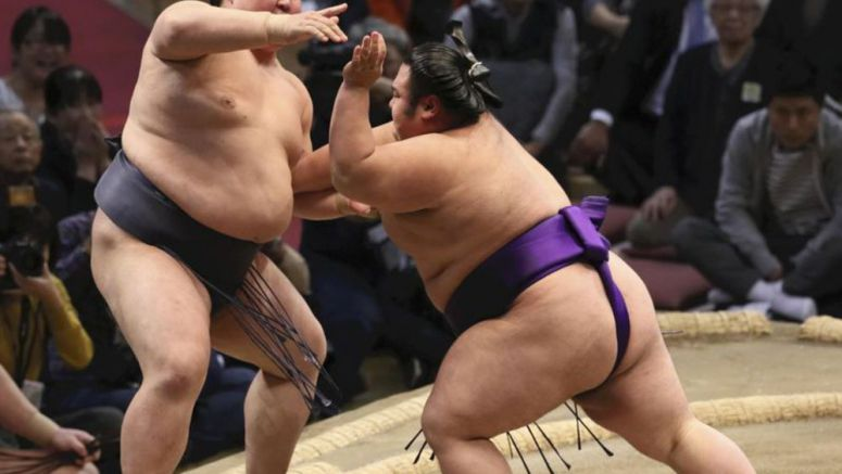Takakeisho posts 2nd win over yokozuna
