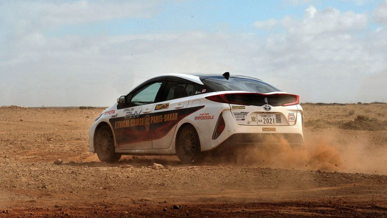 Japanese team drives Toyota Prius from Paris to Dakar