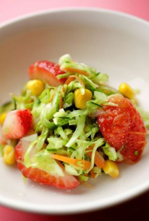 Kindergarteners' favorite salad with cabbage and strawberries