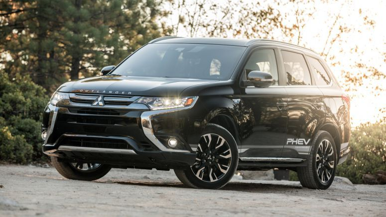 2018 Mitsubishi Outlander PHEV Quick Spin Review | Why doesn't everyone make one of these?