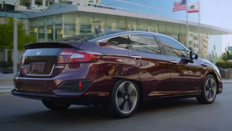 Does The 2018 Honda Clarity PHEV Behave Like A Normal Car?