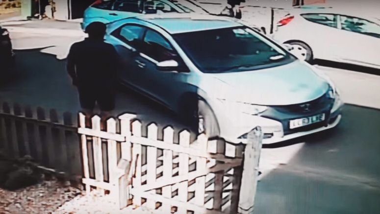 Watch Incompetent Drivers Spend 8 Minutes Trying To Parallel Park Honda Civic