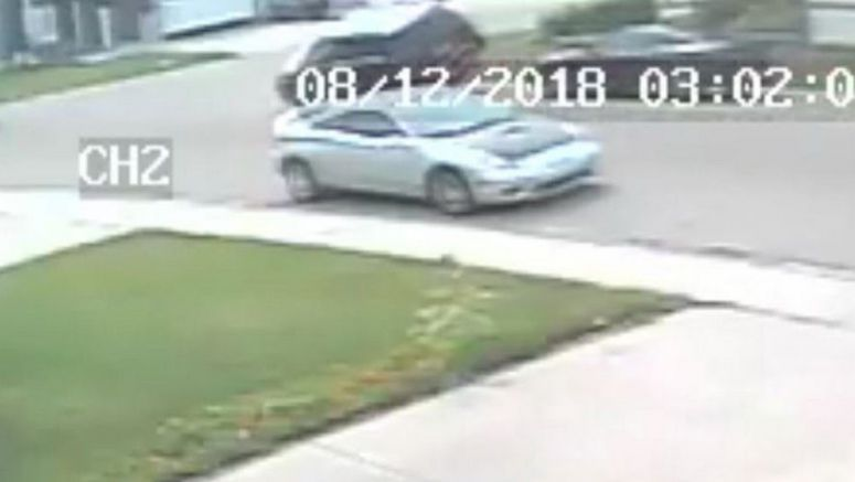 Mercedes GLK Driver Climbs Over (!) A Parked Honda Civic And Runs Away