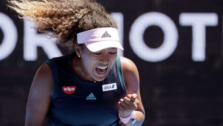 TENNIS/ Racket-smashing, tumbling Osaka advances at Australian Open