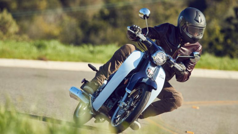 2019 Honda Super Cub First Ride Review | The nicest people love this little bike
