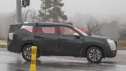 New Toyota Highlander spied with chiseled body, loses cardboard cladding