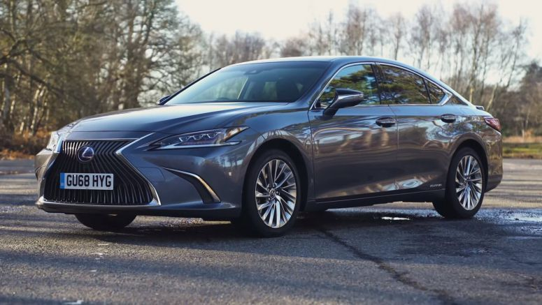 Can The 2019 Lexus ES 300h Take The Fight To The Germans?