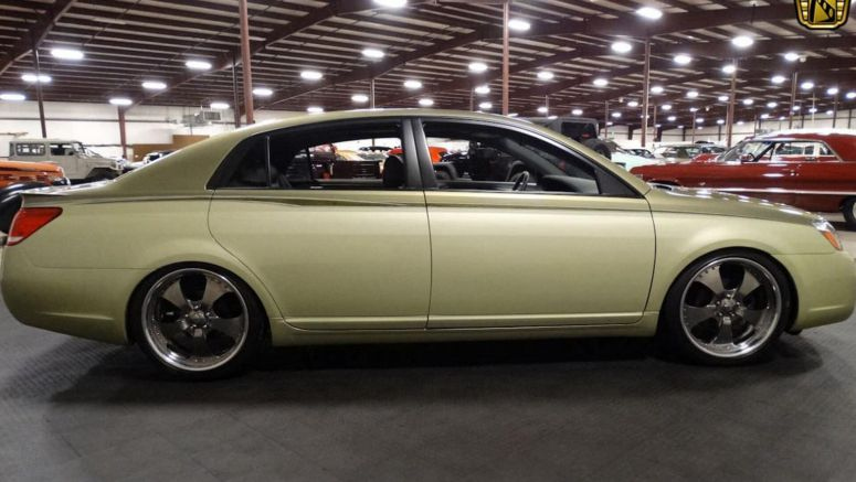 This 2005 Toyota Avalon SEMA Concept Will Make Your Grandparents The Coolest Kids On The Block