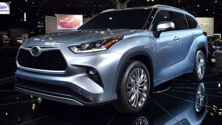 2020 Toyota Highlander Looks At RAV4 For Inspiration, New 34 MPG 4-Cylinder Hybrid (Live Pics)