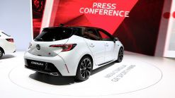Toyota To Share Its Hybrid Tech With Other Companies For Free