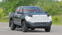 2021 Toyota Tundra hybrid spied out testing in public